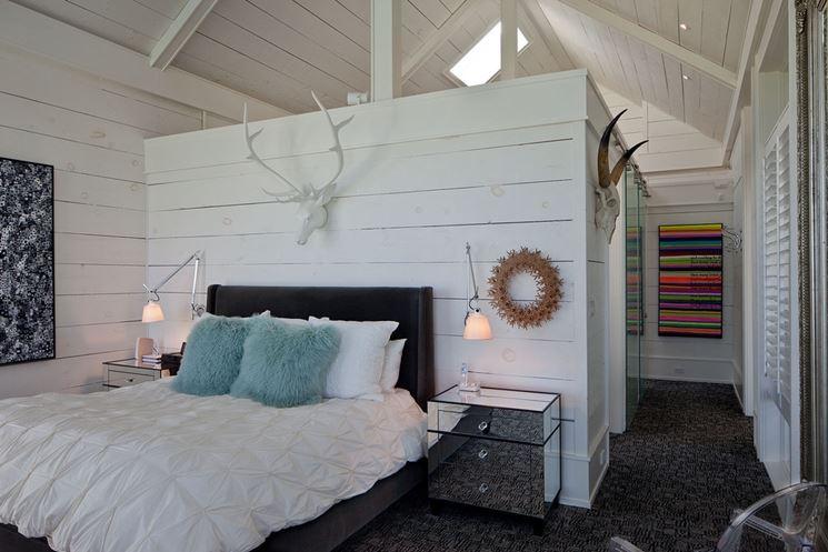 cabina armadio dietro il letto