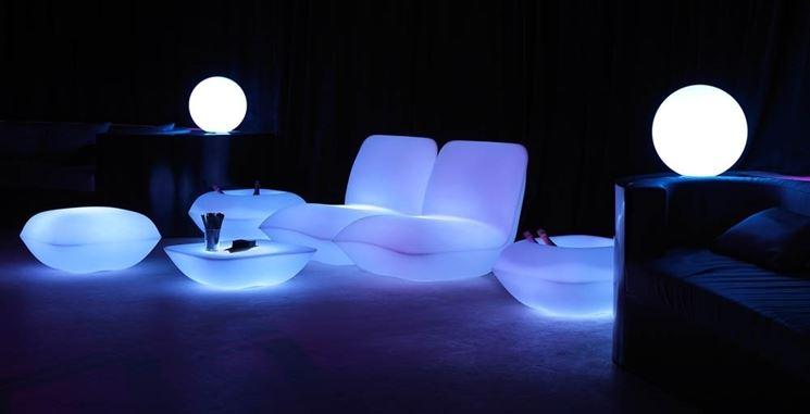 Arredi luminosi arredamento casa idee e modelli per for Arredamento esterni design