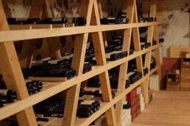 Cantine per vini arredamento casa for Arredamento cantina