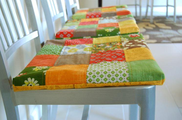 cuscini colorati per sedie