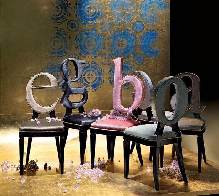 sedie con lettere