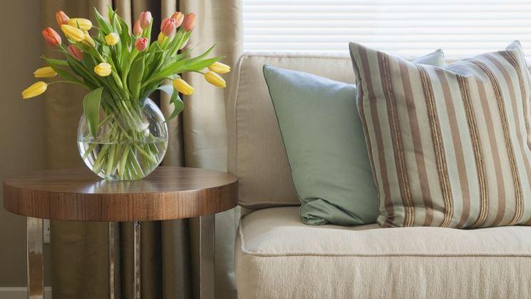 come sistemare cuscini divano