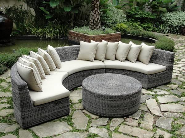 Divani da giardino divano for Divano esterno legno