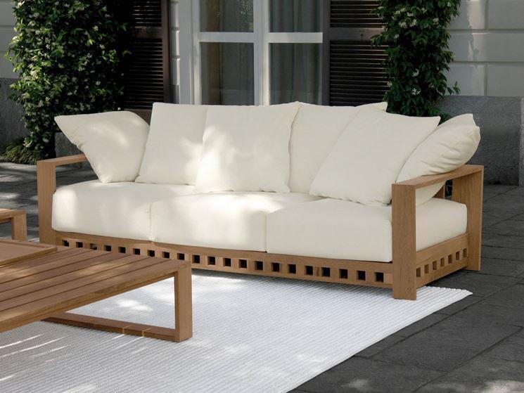 Divano da giardino divano for Salotti in ferro battuto per esterni