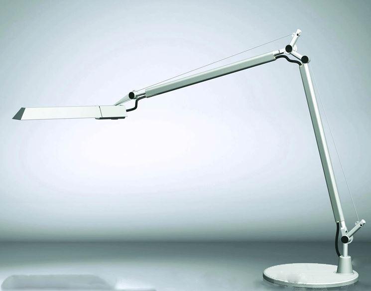 Lampade da tavolo desing lampade lampade design da interno for Lampade da tavolo per ufficio