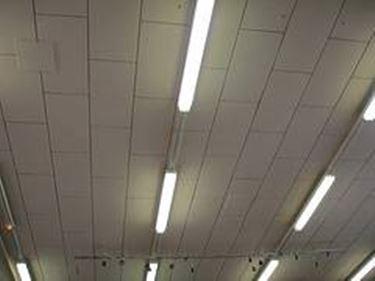 Plafoniere Per Tettoie In Legno : Plafoniere neon lampade