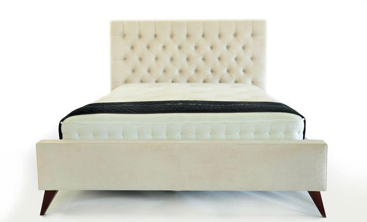arredare la stanza con un letto imbottito