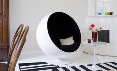 sedia ad uovo