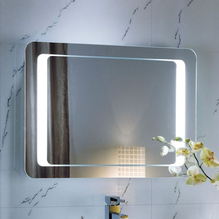 Specchio con luci in bagno