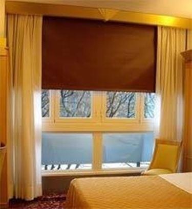 Tende oscuranti per interni a vetro u casamia image idea - Tende coprenti per finestre ...