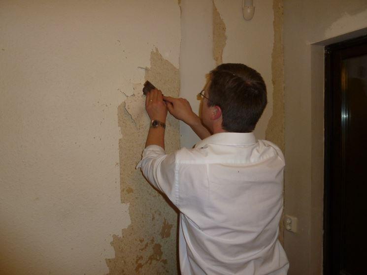 Rimozione della pittura dalla parete