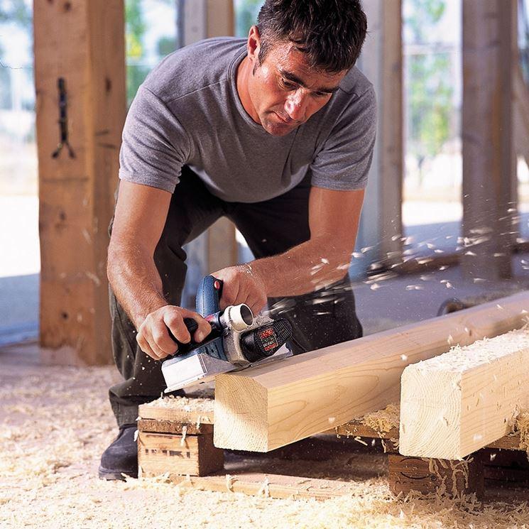 piallare legno con pialla elettrica