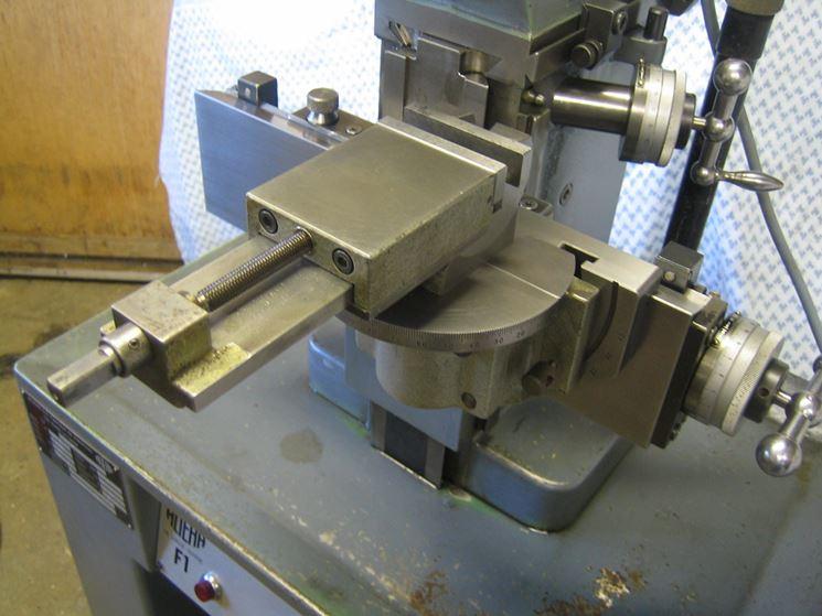 Macchina fresatrice usata con supporto universale