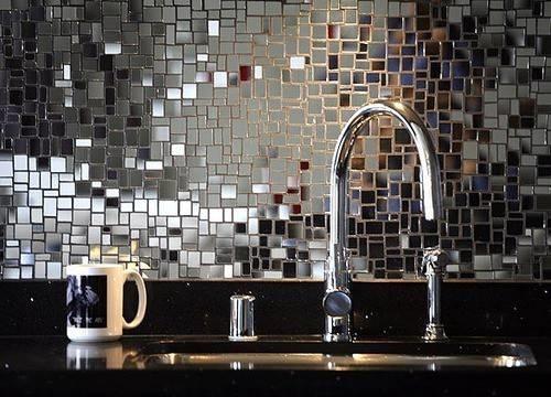 Applicare le piastrelle a specchio bagno come applicare le