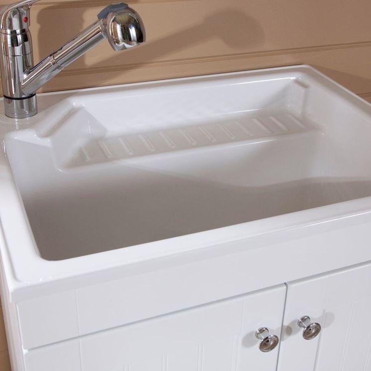 Lavabo con rubinetto flessibile