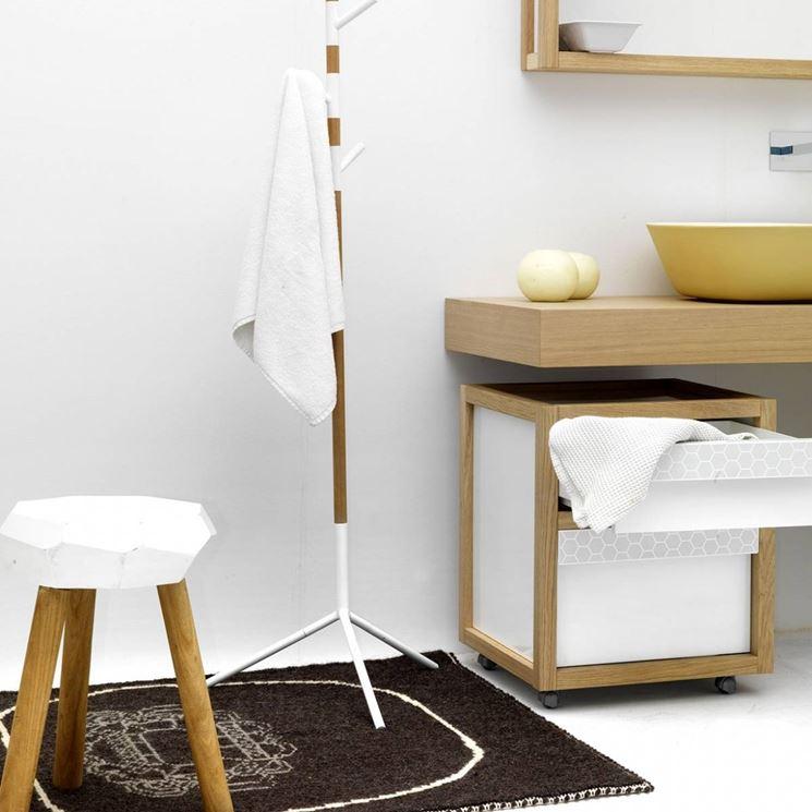 Piantana da bagno in legno