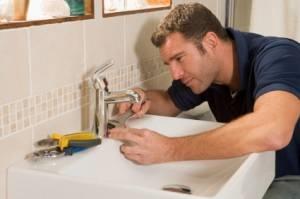 Sostituire un rubinetto fai da te bagno - Cambiare rubinetto bagno ...