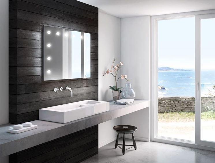 Specchio bagno con luce bagno scegliere tra gli for Moderni piani casa stretta