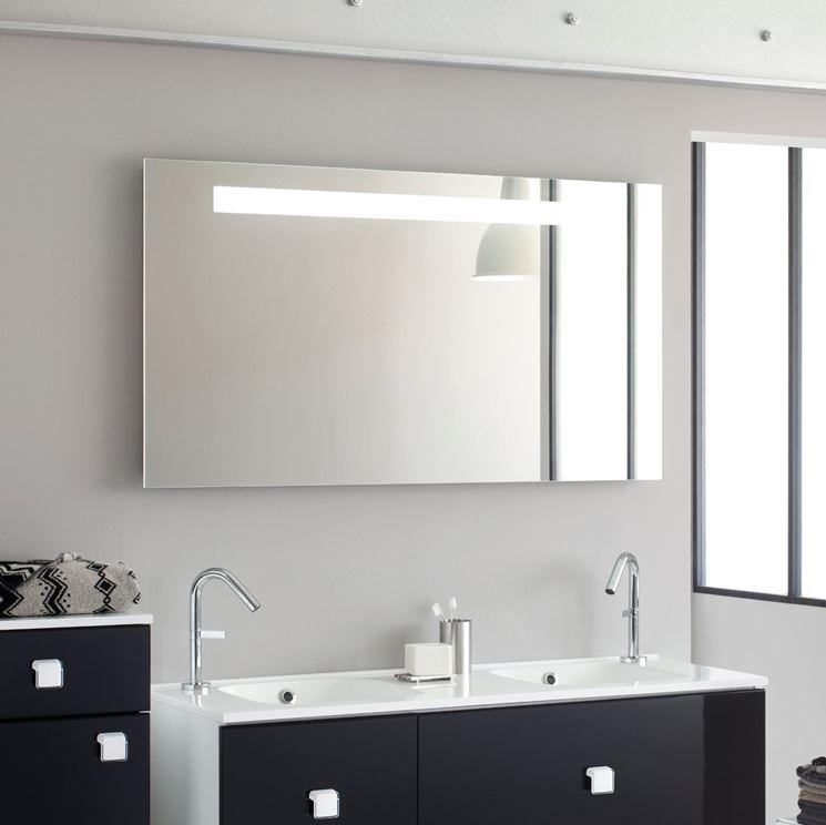 Specchio per bagno bagno scegliere lo specchio per il for Interrupteur salle de bain