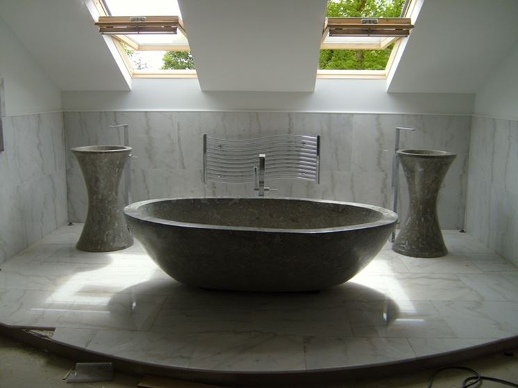 vasca in pietra scura