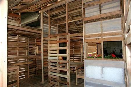 Casa in pallet costruire una casa - Costruire una casa economica ...