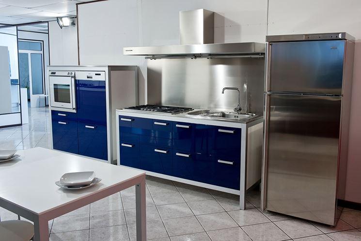 Cucina monoblocco blu