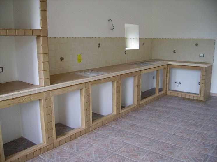 Cucina muratura e legno cucina cucina in muratura e legno for Costruire isola cucina