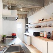 esempio di cucina lunga e stretta
