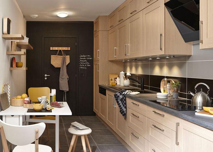 Cucina stretta e lunga come arredarla cucina arredare for Arredare cucina piccola e stretta
