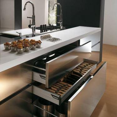 cucina in acciaio inox pratica