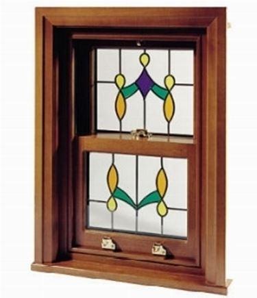 finestra in legno lavorata