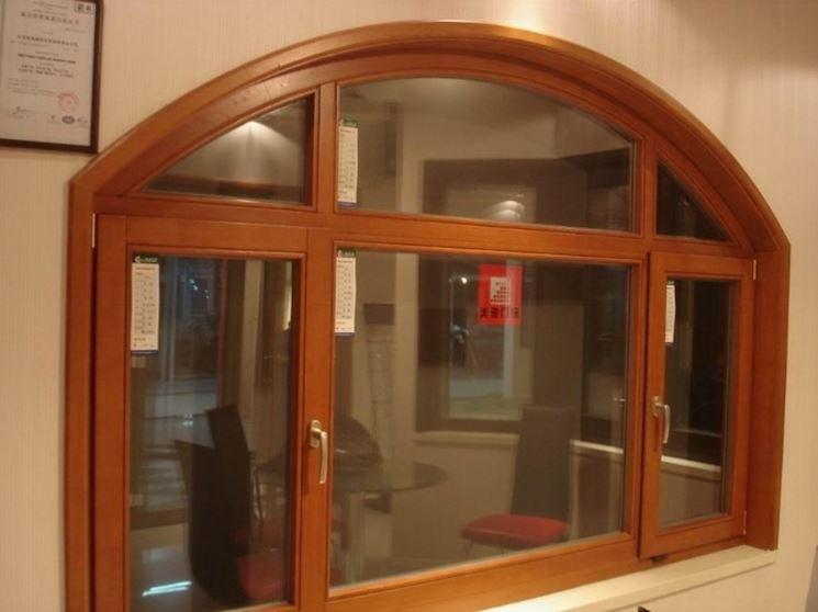 Serramenti in legno finestra caratteristiche dei for Puertas en forma de arco