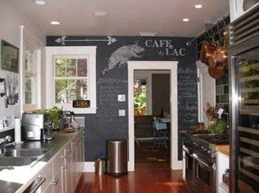 posizionare la lavagna in cucina