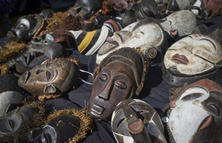 decorare il living con gli oggetti etnici