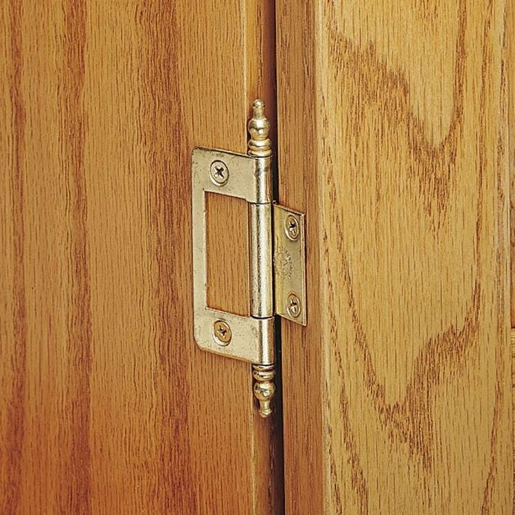 cerniere per porta in legno