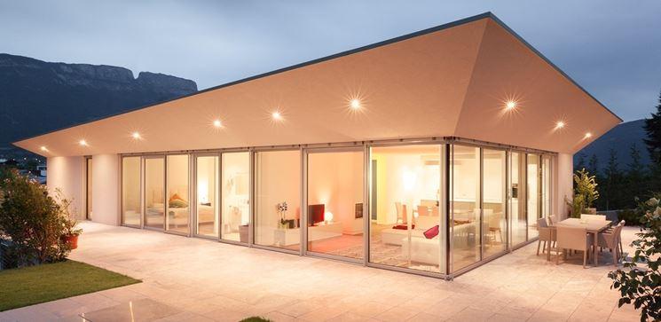 casa moderna con infissi sottili