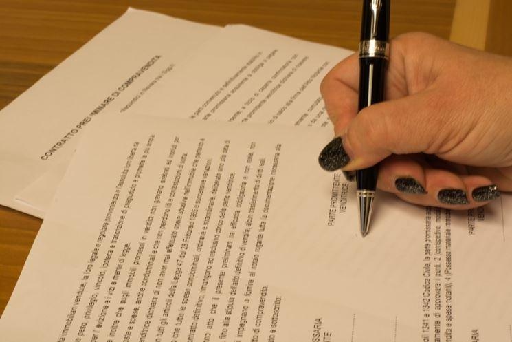 Sottoscrivere contratto