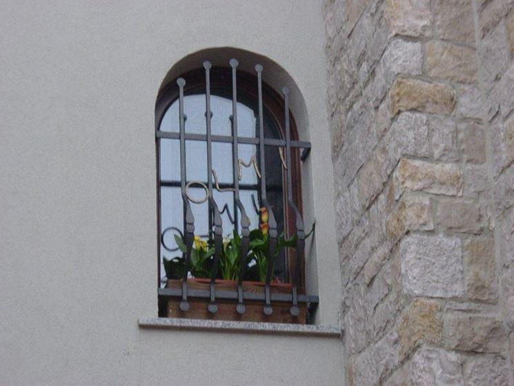 Grate alle finestre di propriet comune regole e tasse - Prezzo inferriate finestre ...