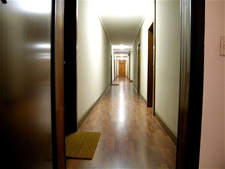 Lasciare il passeggino nell 39 androne condominiale o sul for Arredare pianerottolo scale
