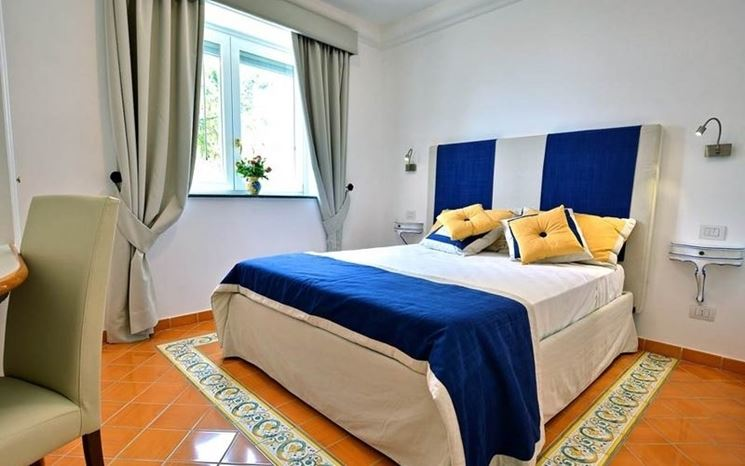Camera da letto di 40 mq idea di progetto in azzurro - Fiori in camera da letto ...