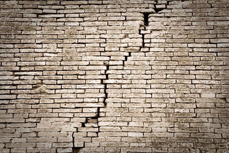 muro con cedimento strutturale