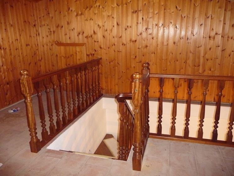 Balaustre in legno scale balaustre in legno per la casa - Scale interno casa ...