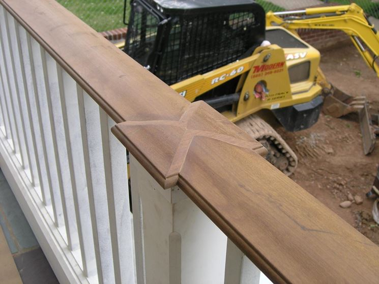 Scale con corrimano in legno