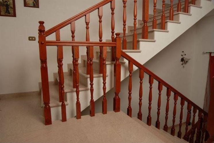 Ringhiere in legno per scale interne scale realizzare - Scale classiche per interni ...