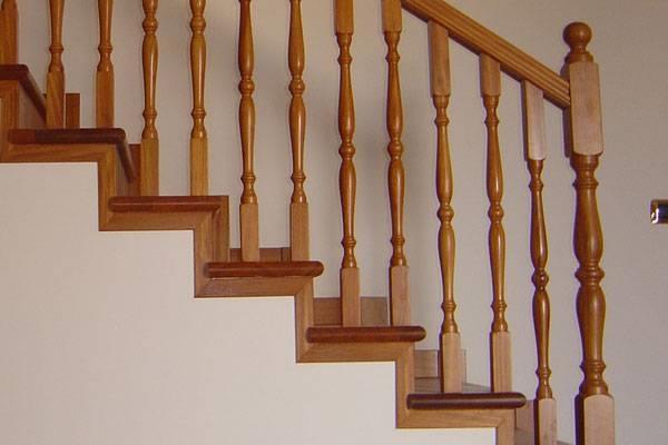 Ringhiere in legno per scale interne - Scale - Realizzare ringhiere in ...
