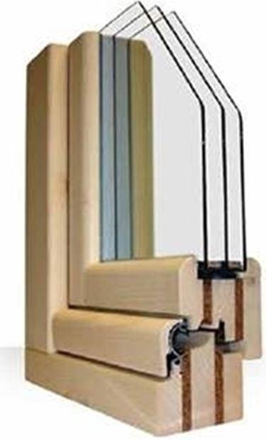La quantità di modelli di serramenti in legno lamellare è ormai molto ampia