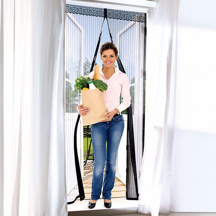 Zanzariera con magneti zanzariere vantaggi della - Zanzariera porta finestra prezzo ...