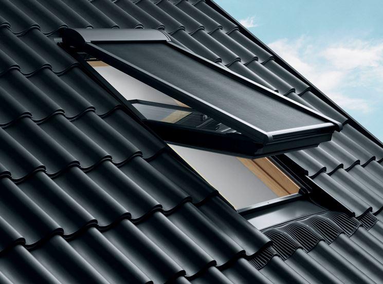 Avvolgibili di energia solare solare avvolgibili for Finestre a tetto velux prezzi