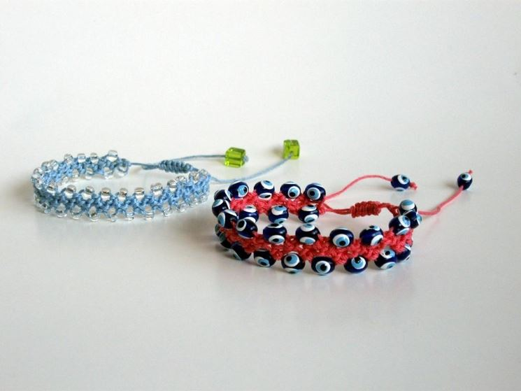 bracciali con palline all'uncinetto