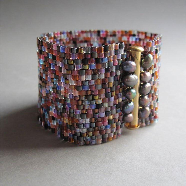 Il braccialetto di perline a fascia Peyote